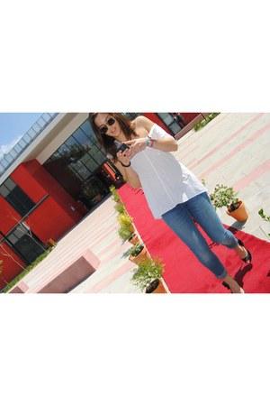 Mango jeans - Zara Basic t-shirt - BLANCO heels