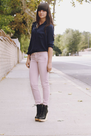 black wooden wedge wedges - light pink destroyed jeans - navy blouse