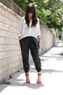 Black-clutch-bag-red-zara-heels-black-leather-urban-outfitters-pants