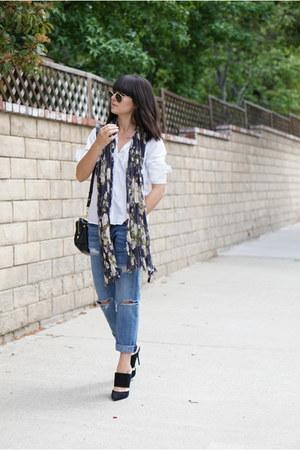 sky blue boyfriend Current Elliott jeans - violet floral H&M scarf