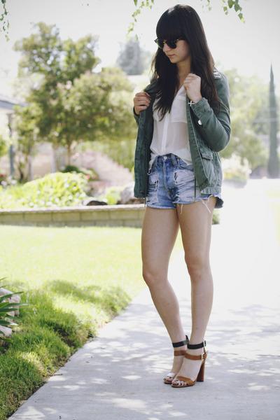 Olive-green-jacket-brown-heels_400