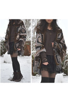 dark brown Clarks boots - black lace Malvin skirt