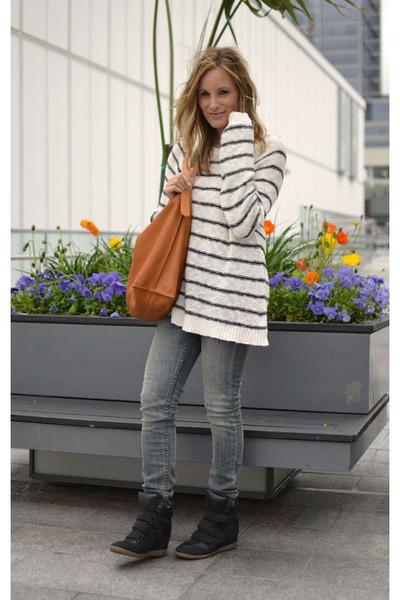 BDG jeans - Forever 21 sweater - linea pelle bag - xhilaration sneakers