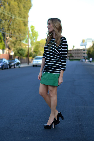 black striped Gap shirt - dark green Gap skirt - black Alice  Olivia heels