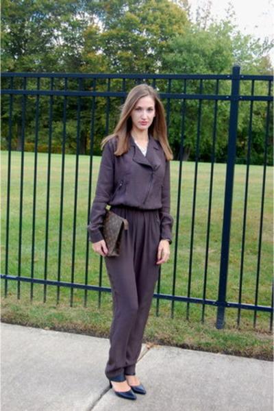 brown monogram Louis Vuitton bag - black black leather Ellen Tracy heels