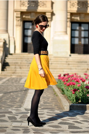 yellow Stradivarius skirt