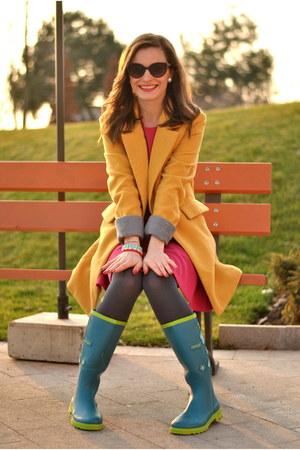 yellow blackfive coat