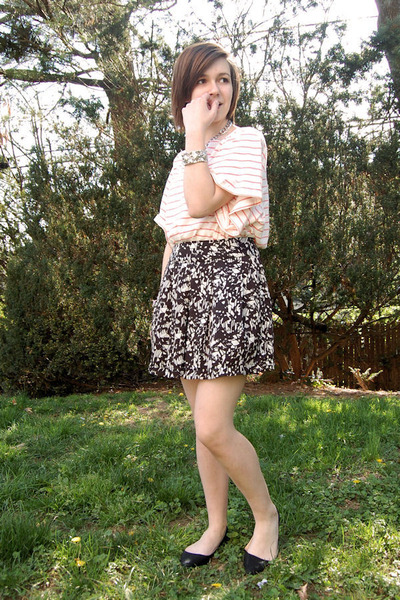 black Forever 21 skirt - black Kimchi Blue shoes - white H&M top