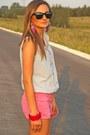 Light-blue-second-hand-shirt-bubble-gum-stradivarius-shorts