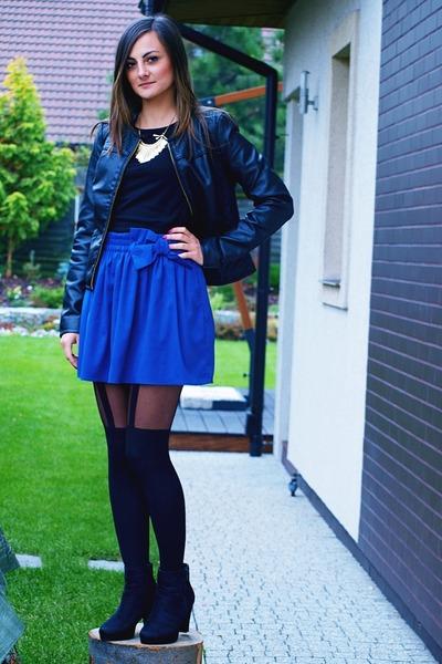 blue Stradivarius skirt - black Pearlz boots - black pull&bear jacket