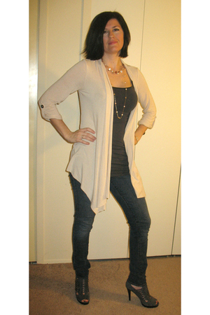 beige Wet Seal cardigan - gray Wet Seal shirt - blue jeans - gray Guess shoes