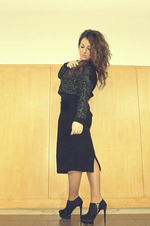 black Zara boots - black Zara sweater - black H&M skirt