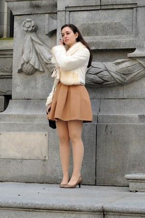 light brown Zara dress - white Hendi coat - black vintage bag - tan Lily heels -