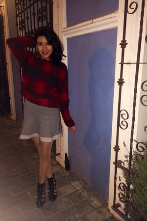 black straps boots - heather gray fluted skirt - ruby red wool Mango sweatshirt