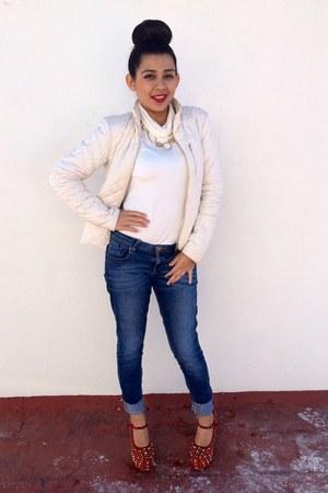 ivory quilted Zara jacket - blue skinny Bershka jeans - ivory blouse