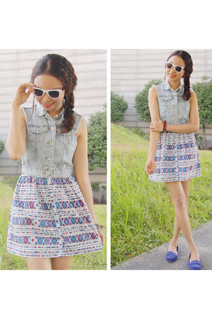 blue print dress Just G dress - white Forever 21 sunglasses