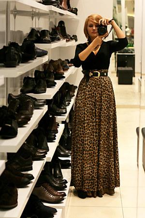 black vintage belt - black etam blouse - tawny leopard print handmade skirt