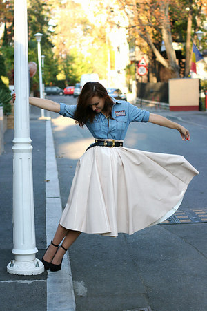 light pink midi H&M skirt - gold bugs OASAP necklace - black new look wedges