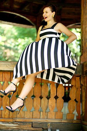 black striped OASAP dress - black ankle strap Zara sandals