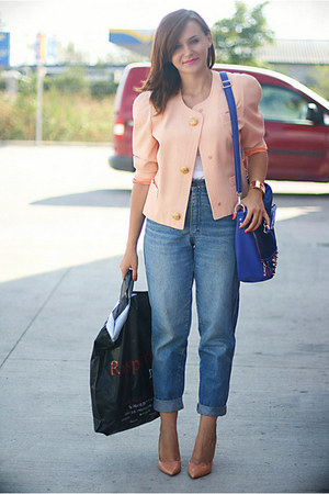 light blue vintage Levis jeans - nude Zara shoes - peach vintage jacket
