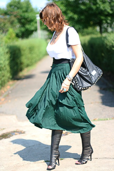 black random brand boots - vintage Ray Ban sunglasses - dark green thrifted skir