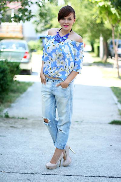 blue chunky OASAP necklace - beige Zara shoes