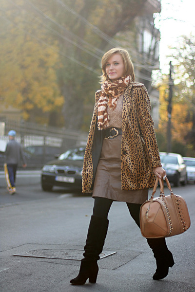 light brown leopard print H&M coat - black suede Zara boots - tawny Zara bag