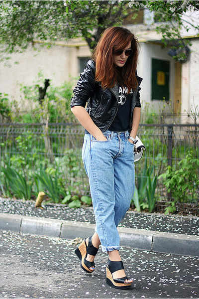 light blue vintage Levis jeans - black Steve Madden wedges