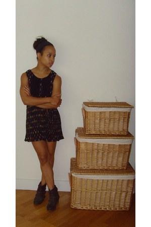 black print thrifted vintage dress - brown studded Primark boots