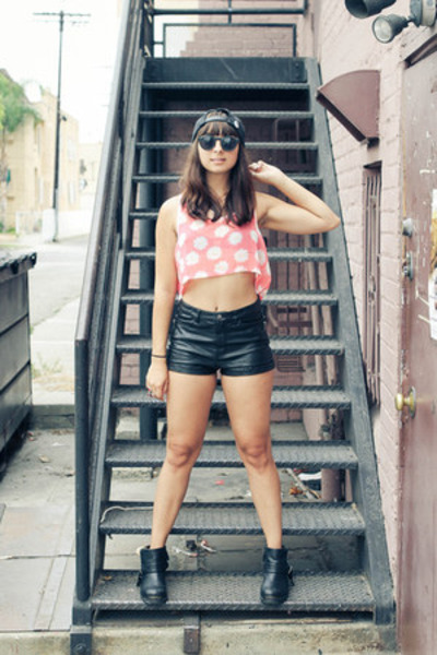 daisy Gypsy Junkies top - ankle boots LuLus boots - leather H&M shorts