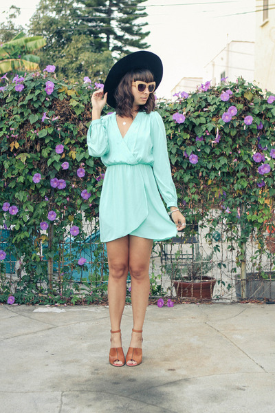 Electric Frenchie dress - chelsea house of harlow sunglasses