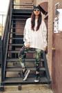 Galaxy-wasteland-leggings-yin-yang-beanie-penelope-s-vintage-hat