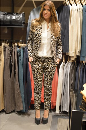 camel Mango blazer - white Mango shirt - camel Mango pants