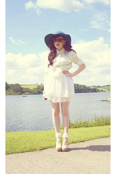 Teal-tkmaxx-hat-eggshell-lace-socks-diy-socks-brown-solilor-sunglasses_400