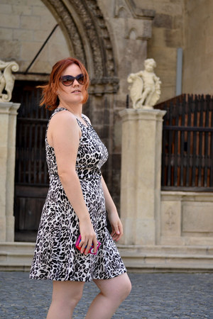 black animal print H&M dress - dark brown Stradivarius sunglasses