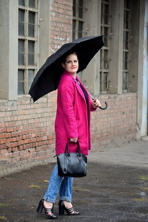 hot pink PERSUNMALL coat - navy boyfriend H&M jeans - black milanoo bag