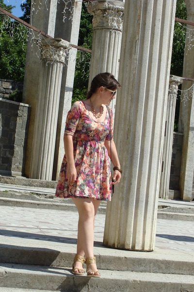 floral print Stradivarius dress - H&M sunglasses