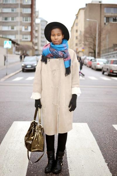 black Aldo shoes - beige thrifted vintage coat - black H&M hat