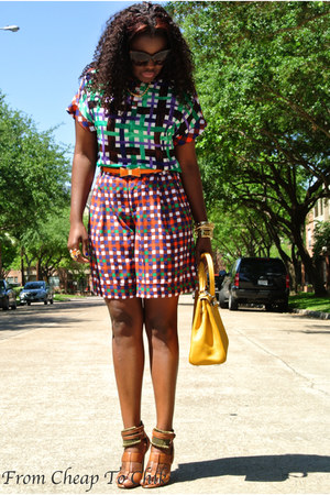 green Duro Olowu shorts - yellow Hermes bag - dark brown Aldo sandals