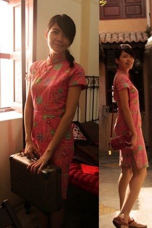 hot pink leather Toco bag - hot pink batik Loos Batik Cheongsam dress