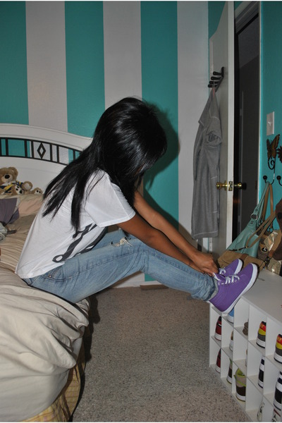 white Forever 21 t-shirt - blue Levis jeans - purple BDG shoes