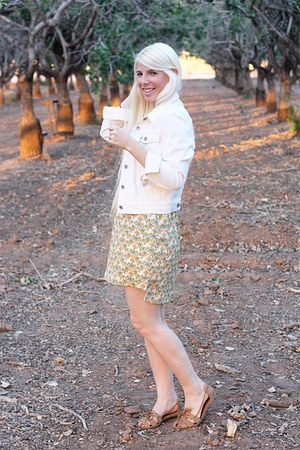 white jean Levis jacket - light yellow floral dress Forever 21 dress
