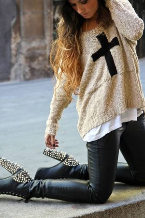 eggshell cross sweater - black boots