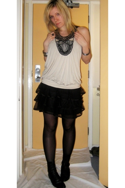 Topshop top - H&M skirt - thrifted boots - Primark tights - River Island accesso