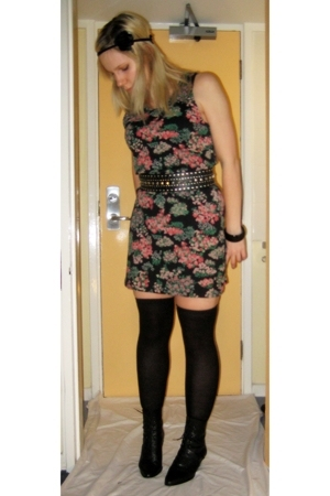 Topshop dress - Zara belt - H&M socks - thrifted boots - DIY accessories