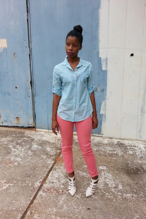 coral jeans - shirt - heels