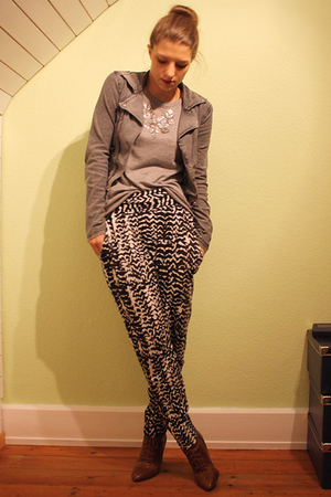 white MinkPink pants - brown H&M boots - silver GINA TRICOT sweater - gray H&M K