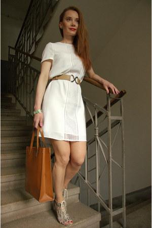 white short Promod dress - tawny shopping bag - camel leather Ritore belt