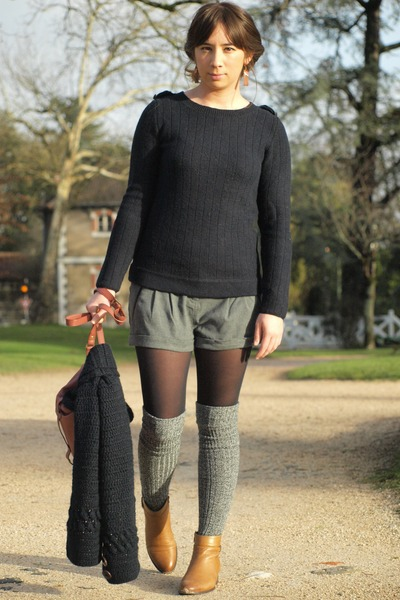 brown sessun boots - navy sessun sweater - charcoal gray Kiabi shorts