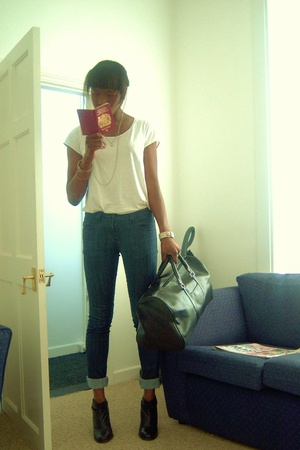 H&M t-shirt - Dorothy P jeans - dune shoes - Usher purse